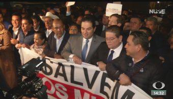 FOTO: Alcaldes protestan afuera Palacio Nacional,