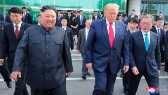El presidente de Estados Unidos, Donald Trump, y el líder de Corea del Norte, Kim Jong Un, 05 de octubre de 2019, (AP, archivo)