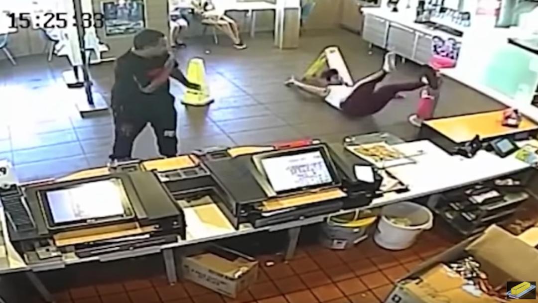 Foto Gerente golpea con licuadora a cliente que se quejó de su pedido 25 octubre 2019