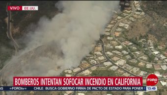 FOTO. Bomberos intentan sofocar incendio California
