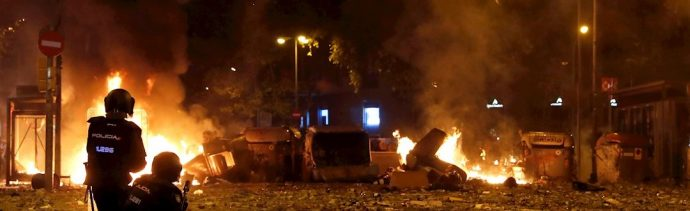 """Foto: Gobierno español denuncia una violencia """"extrema"""" de las protestas de independentistas en Cataluña, 19 octubre 2019"""