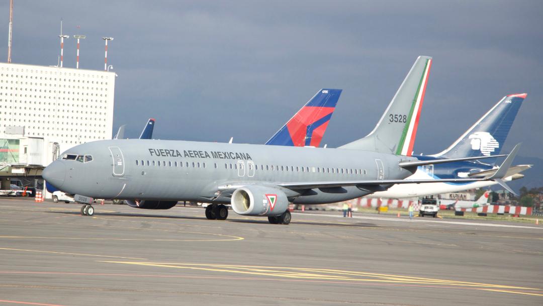 FOTO Cenizas de José José llegan a la CDMX en avión de la Fuerza Aérea Mexicana (Cuartoscuro/Rogelio Morales)