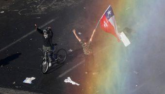 FOTO: En algunos puntos de Chile, a pesar de la presencia militar, la situación se recrudeció y esta medida no fue suficiente para acabar con los disturbios.