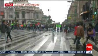 Comerciantes bloquean Eje Central Lázaro Cárdenas; provocan caos vial