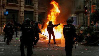 Foto: Disturbios durante manifestación independentista en Barcelona, 18 de octubre de 2019, España