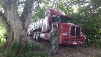 Fotos: En un reporte, precisó que el tractocamión con dos cisternas, una con 31 mil litros de capacidad y otra con 27 mil litros de capacidad, 6 de octubre de 2019 (Twitter @sagitario791)