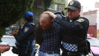 Foto: Un policía de la Secretaría de Seguridad Ciudadana (SSC) detienen a un supuesto ladrón. Cuartoscuro
