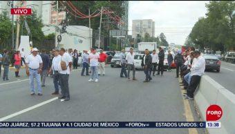 FOTO: Grúas Intentaron Levantar Taxis Durante Bloqueo