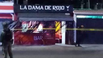 Foto: Elementos de la Policía Municipal y de la Guardia Nacional resguardaron la zona de los crímenes hasta llegaron investigadores de la Fiscalía General de Oaxaca, 13 de octubre de 2019 (Twitter @l4nd3t4)