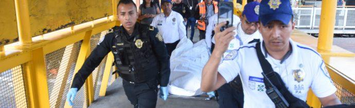 Foto: Un hombre de unos 24 años perdió la vida al interior del Metro Guelatao tras ser apuñalado al exterior, el 6 de octubre de 2019 (Cristian Hernández /Cuartoscuro.com)