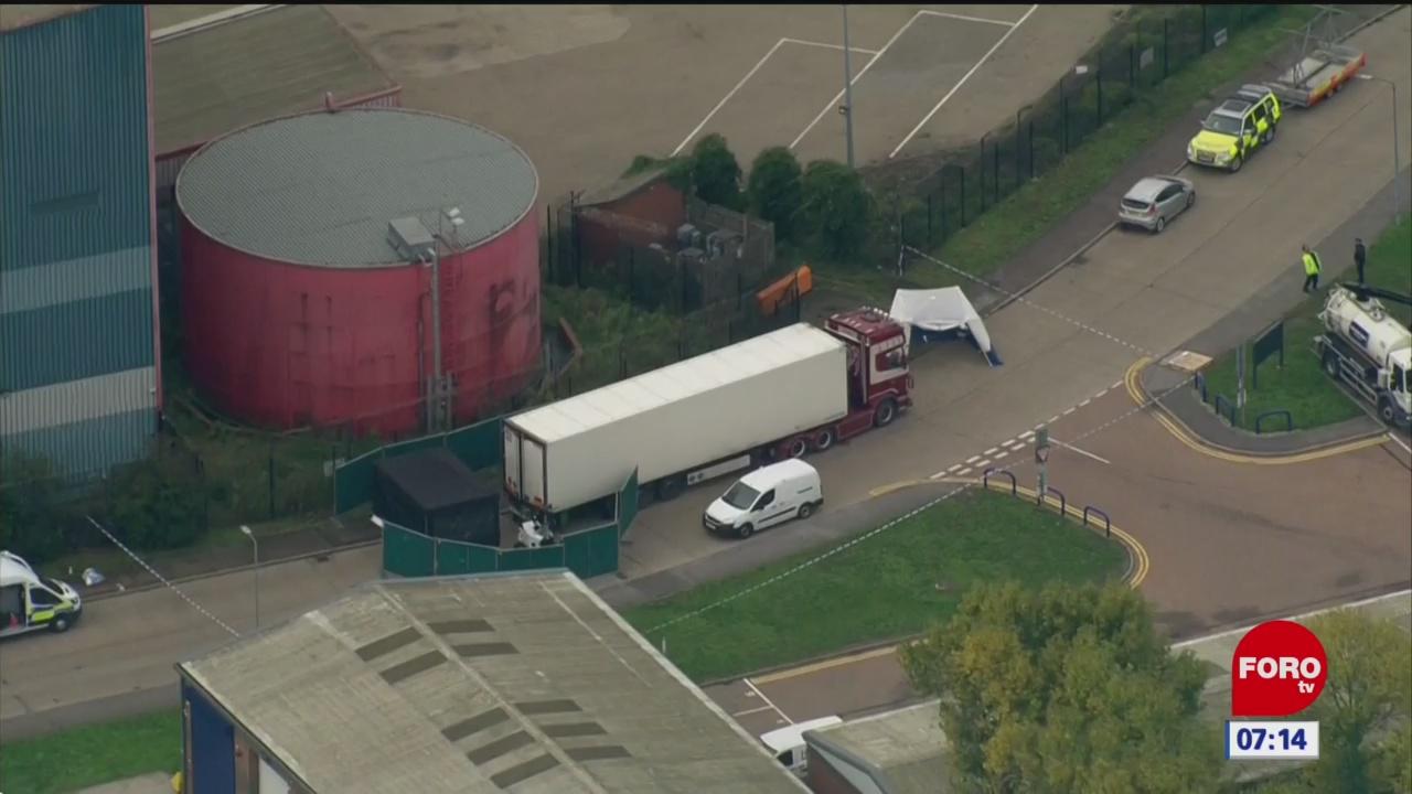 Hallan 39 cuerpos dentro de un camión en Essex; detienen al conductor
