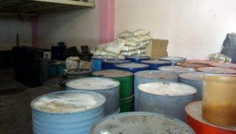 Imagen: Elementos de la FGR y Policía Federal ejecutaron una orden de cateo para asegurar un laboratorio de drogas sintéticas; hay cinco detenidos
