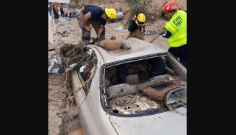 Las fuertes lluvias en Baja California Sur provocaron crecidas de ríos las cuales arrastraron varios vehículos, 13 octubre 2019