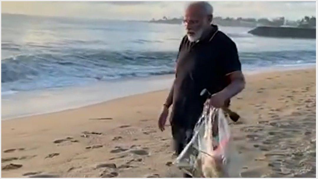 Foto: El primer nistro de India es visto recogiendo basura en playa, 12 de octubre de 2019 (YouTube)