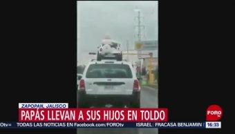 FOTO: Video Papás Llevan Sus Hijos Techo Automóvil,