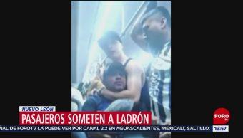 FOTO: Video Pasajeros someten ladrón Nuevo León