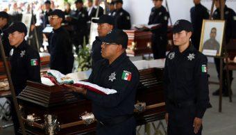 Foto: Funerales de los policías asesinados en una emboscada en Aguililla, Michoacán, el 15 de octubre de 2019 (AP)