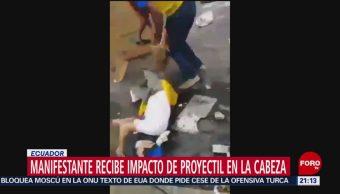 FOTO: Policías disparan a manifestantes en Ecuador, 12 octubre 2019