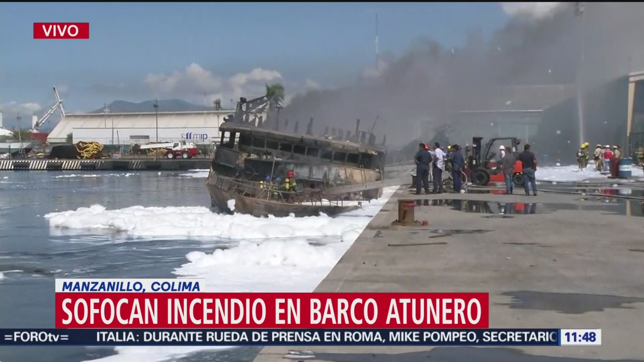 Sofocan incendio en barco atunero en Manzanillo, Colima