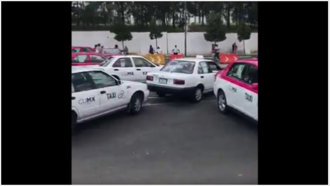 Foto: Taxistas aprovecharon bloqueo para jugar futbol, 7 de octubre de 2019 (Twitter)