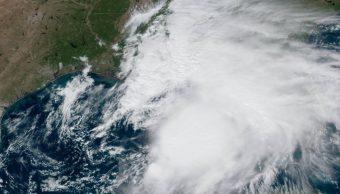 Tomenta Tropical Néstor en el Golfo de México