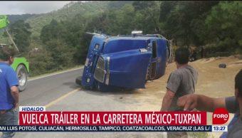 FOTO: Vuelca tráiler con 30 toneladas de maíz en la carretera México-Tuxpan, 6 octubre 2019