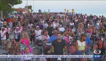 Zombies en bicicleta participan en 'Fantasy Fest' de Florida