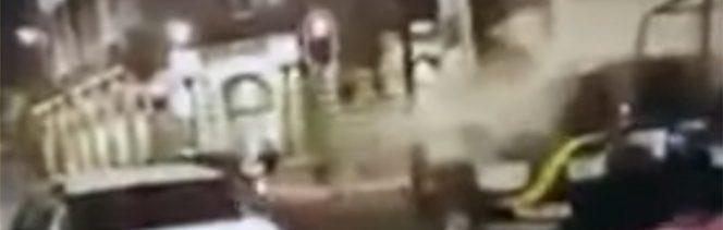 Foto: Captan agresiones a policías de la CDMX con extintores, 31 de octubre de 2019 (Captura de video)