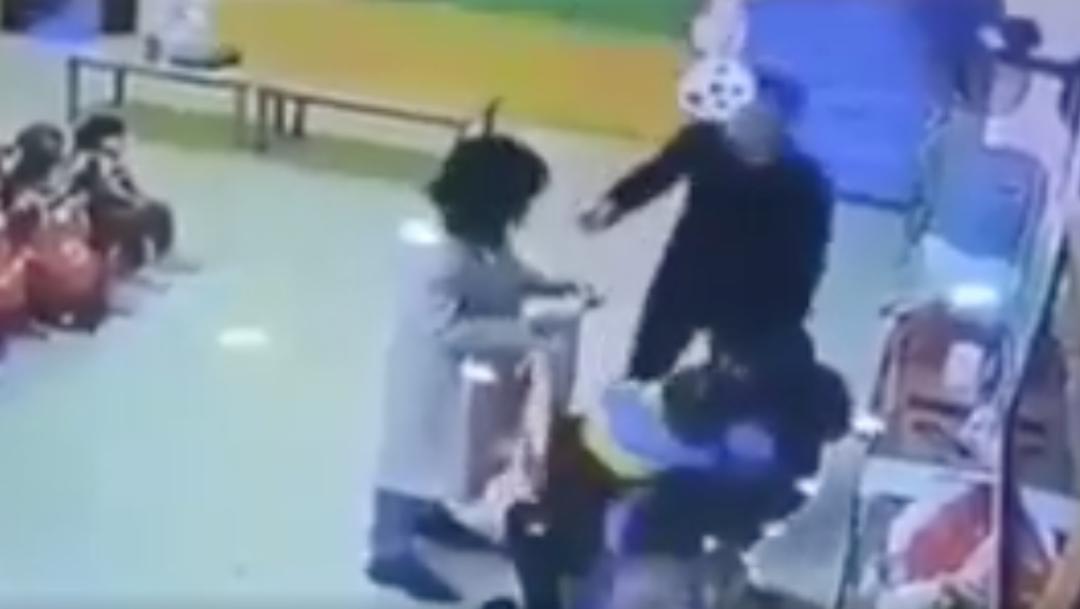 Foto Padre agrede a maestra que golpeaba a su hija 26 noviembre 2019