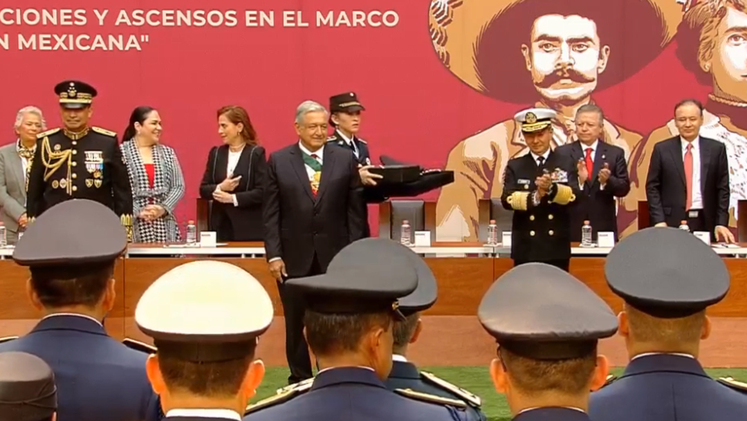FOTO AMLO entrega condecoraciones en ceremonia del 20 de noviembre de 2019 (YouTube)