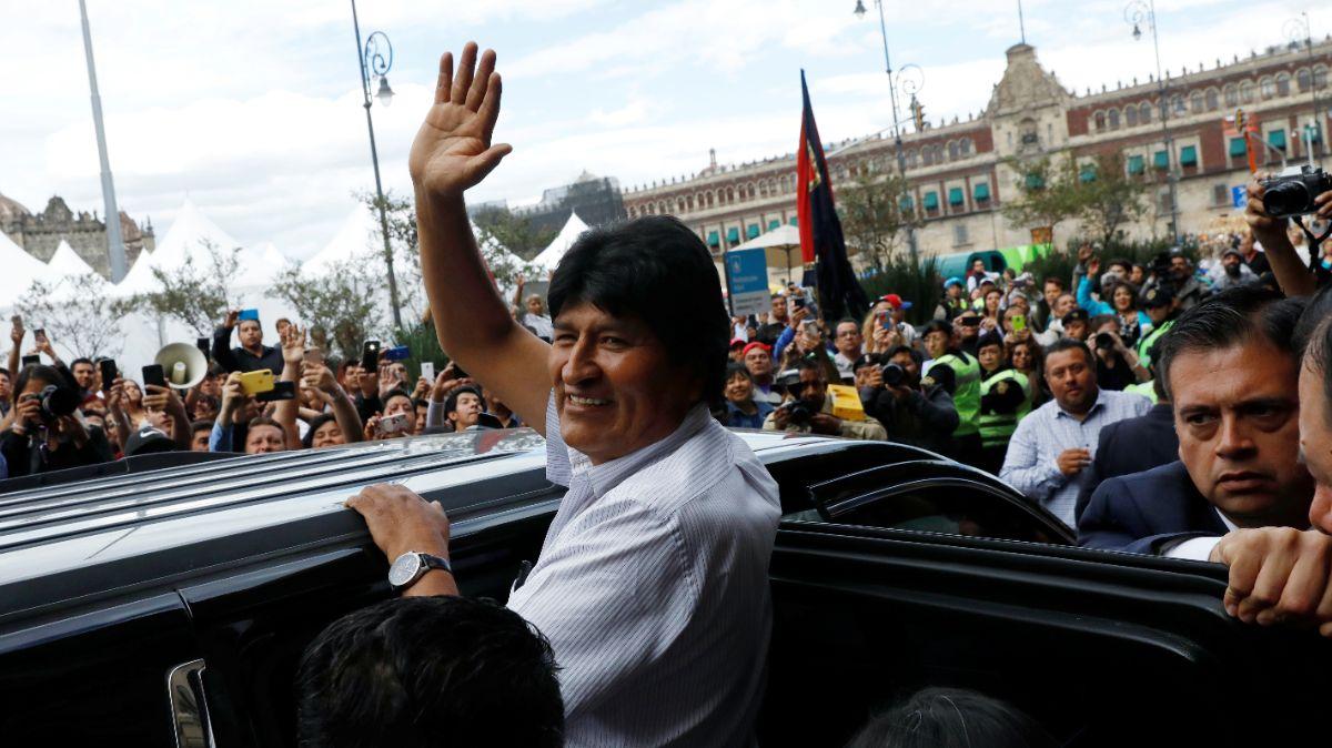 Foto: Evo Morales saluda a seguidores en la Ciudad de México. Reuters