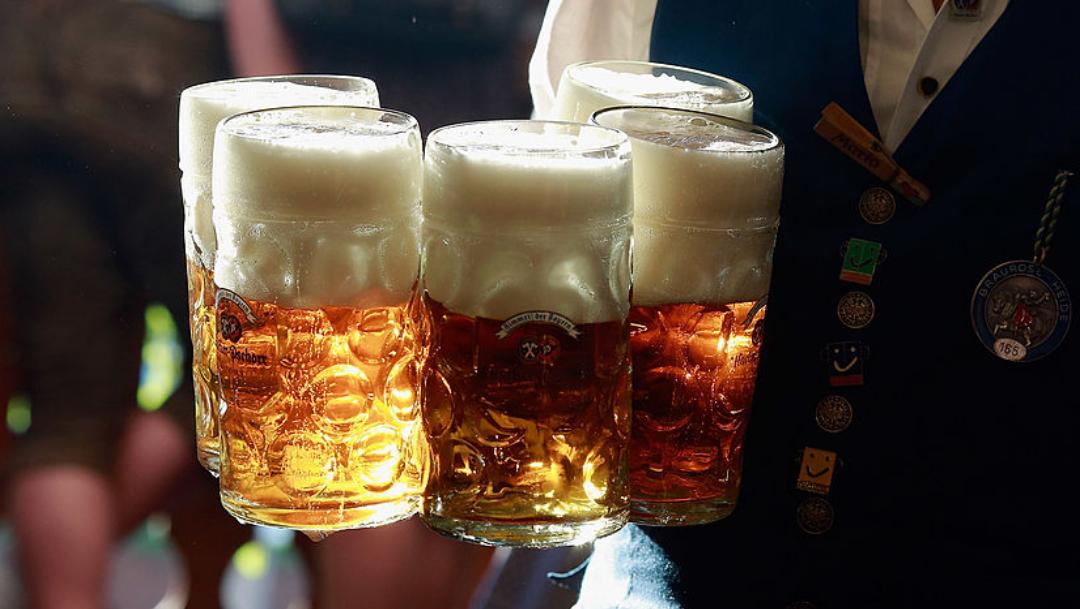 No tomar alcohol aumenta riesgo de demencia en mujeres: estudio