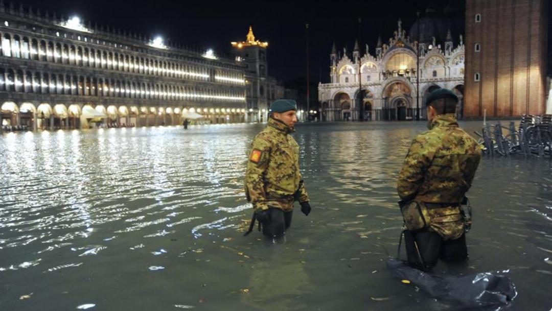 Foto: La necesidad de completar la obra ha quedado nuevamente patente con las inundaciones de las últimas horas, las más graves del último medio siglo, con un aumento del nivel del agua de 187 centímetros, 13 de noviembre de 2019 (EFE)