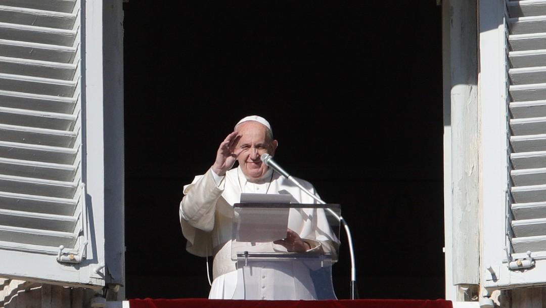 fOTO: El papa Francisco durante el tradicional rezo del Ángelus de los domingos en la plaza de San Pedro, 29 DICIEMBRE 2019