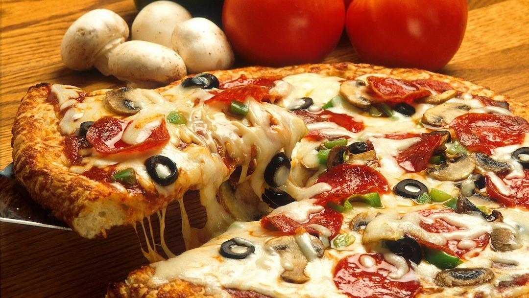 Caminar 4 horas: la forma de quemar las calorías de la pizza