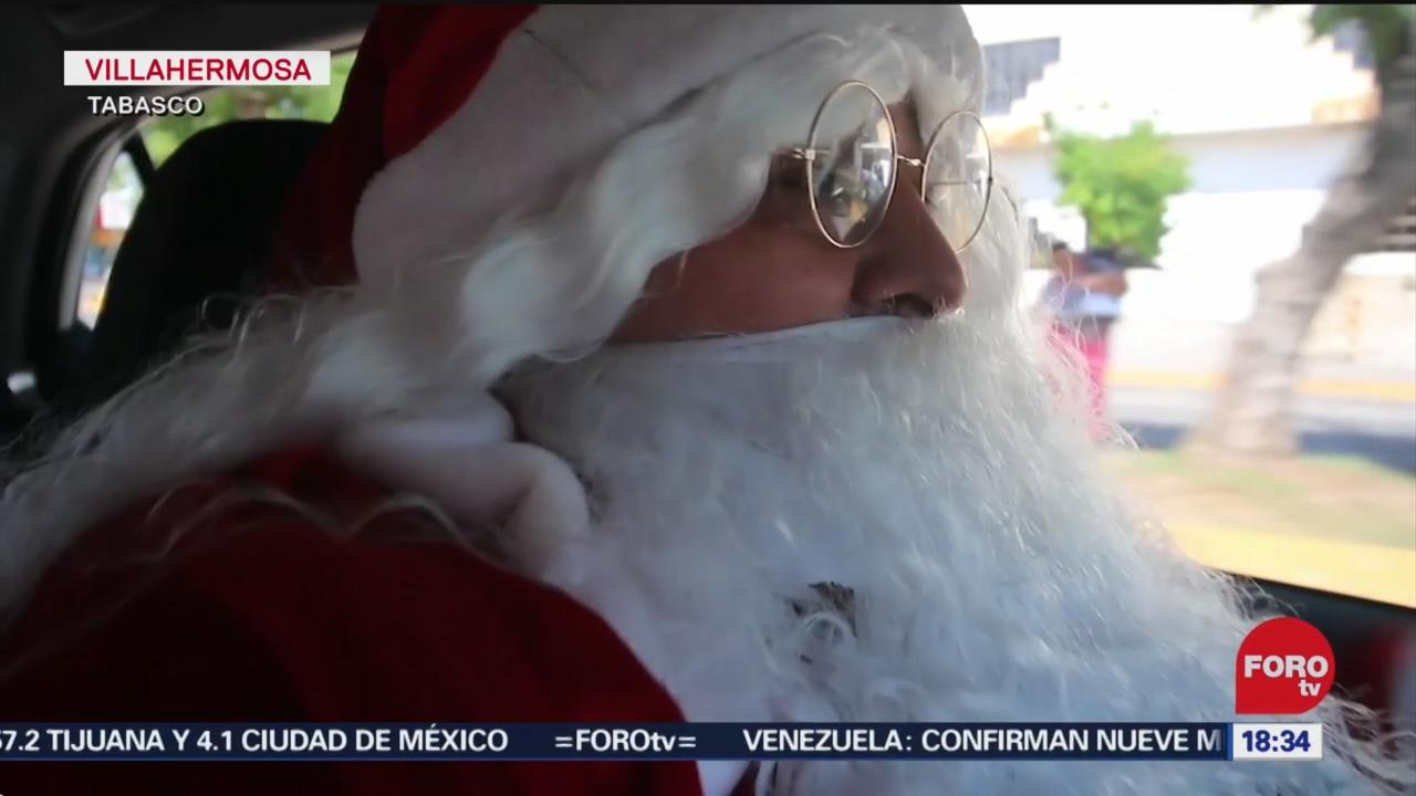 FOTO: 20 diciembre 2019, santa claus reparte regalos en taxi en villahermosa