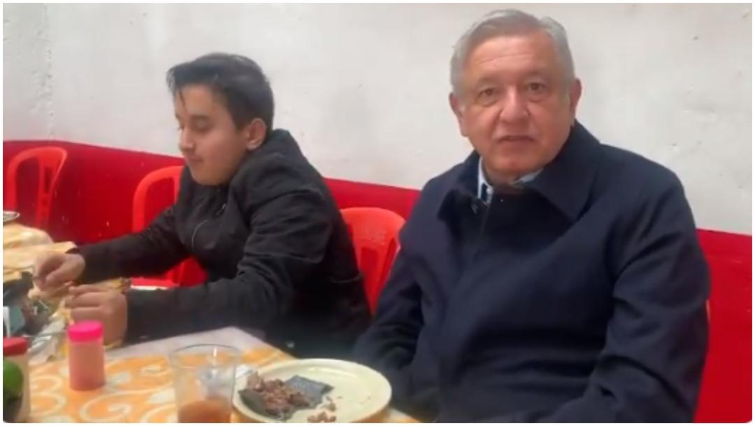 Foto: Andrés Manuel López Obrador compartió desayuno con su hijo, 5 de enero de 2020 (AMLO)