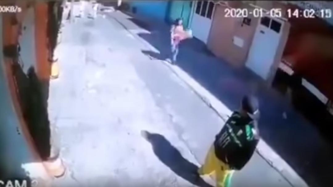 Foto 'Chica con flores' es usada como distractor para asaltar en CDMX 10 enero 2020