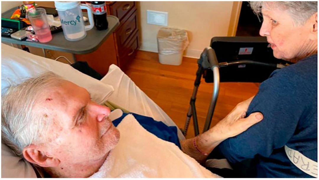 Foto: Dos abuelos perdieron la vida el mismo día y tomados de la mano, 19 de enero de 2020 (Sue Wagener)