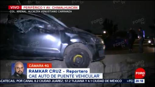 FOTO: 18 enero 2020, retiran con grua vehiculo que cayo de puente en periferico