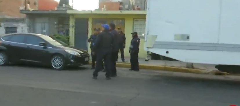 Cinco hombres fueron detenidos por efectivos de la Secretaría de Seguridad Ciudadana de la Ciudad de México, cuando descargaban marihuana. (Noticieros Televisa)