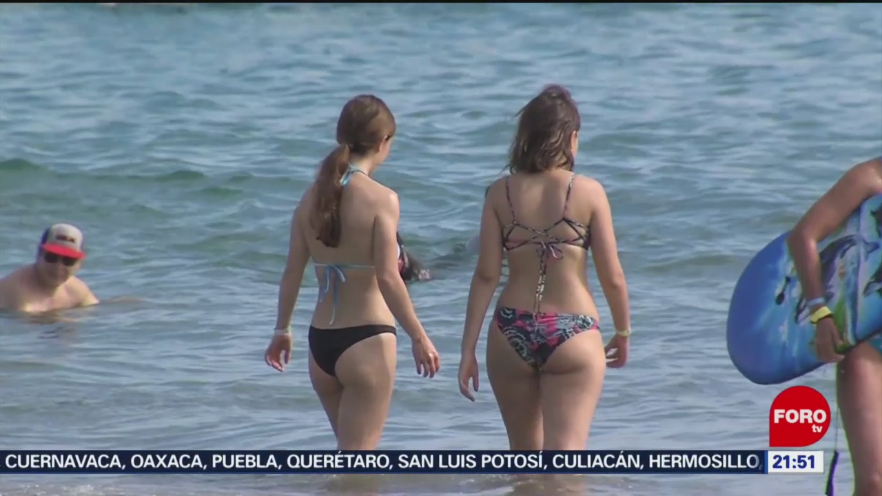 FOTO: 4 enero 2020, turistas disfrutan ultimo fin de semana de vacaciones en colima