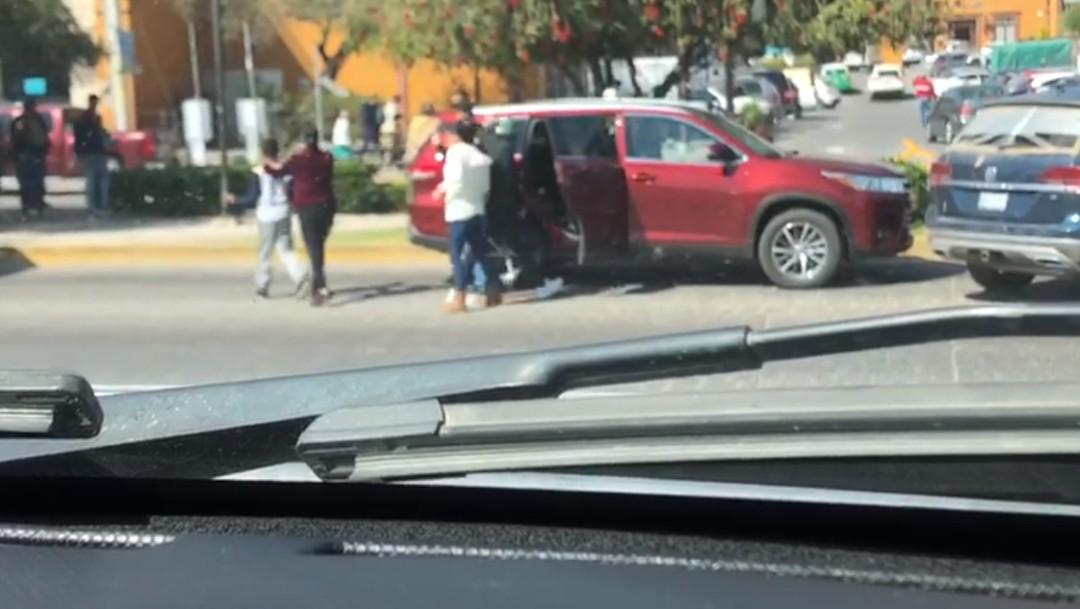 FOTO Video: Denuncian robo de vehículos con violencia en San Miguel de Allende (Facebook)