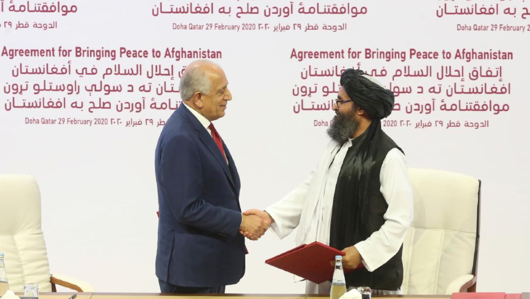 Foto: El pacto fue firmado por el representante especial de Estados Unidos para la paz, Zalmay Khalilzad, y, el líder talibán mulá Abdul Ghani Baradar, 29 febrero 2020