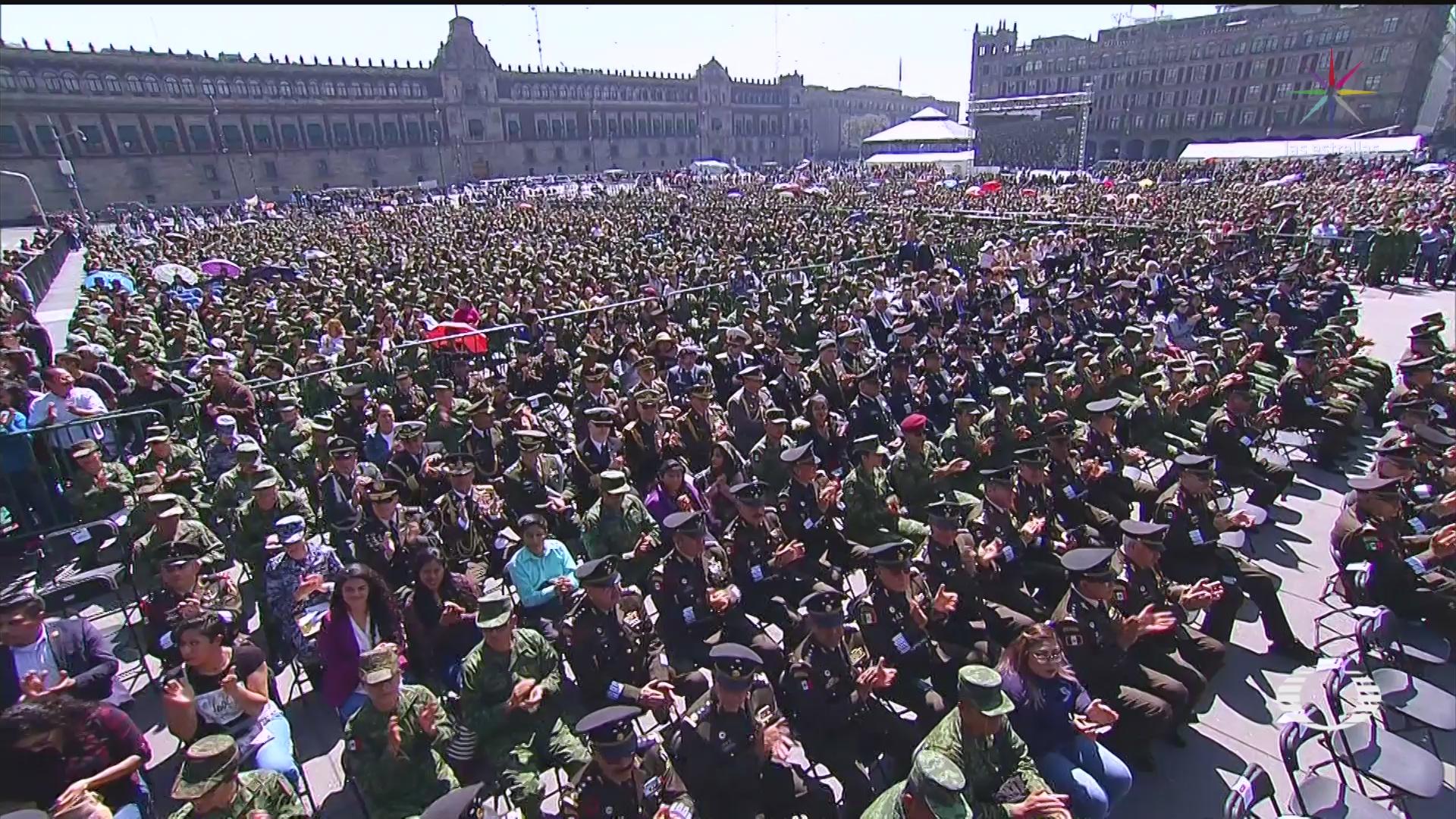 Foto: Amlo Festeja Ejército Mexicano Zócalo Capitalino hOY 19 Febrero 2020