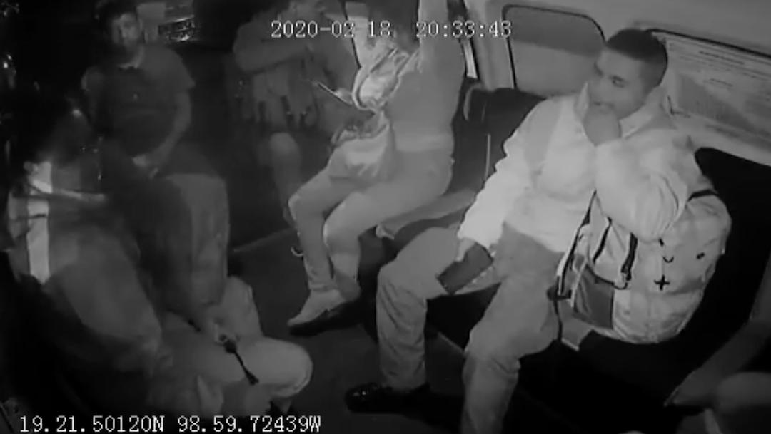 Foto Video: Ladrones descubren y golpean a mujer policía en combi 24 febrero 2020
