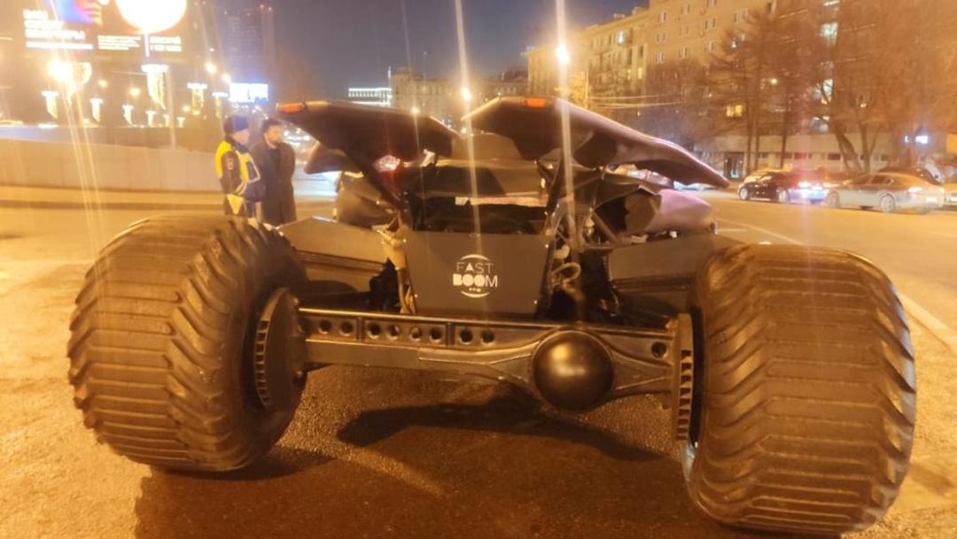 FOTO Detienen a hombre por conducir Batimóvil en Moscú, sin permiso (Reuters)