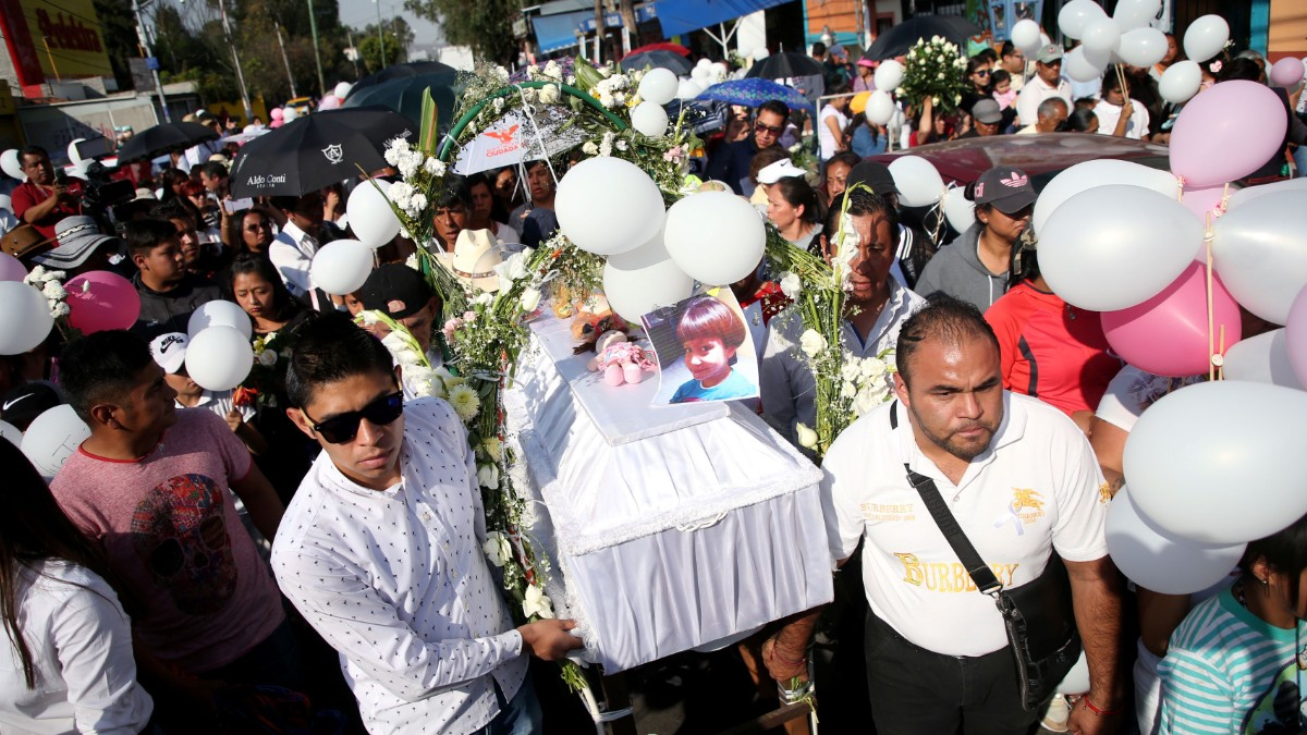 Foto: Miles asistieron al funeral de la niña Fátima. Reuters