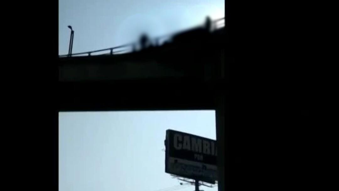 Foto: Hombre amenaza con saltar de puente vehicular en Coacalco, Edomex, 15 febrero 2020