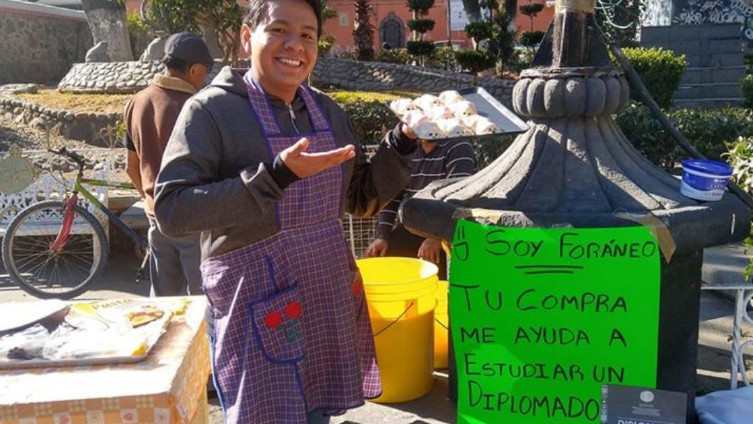 Joven vende gelatinas para pagarse un diplomado de la ONU